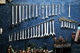 Tools for injection molding and extrusion process techs